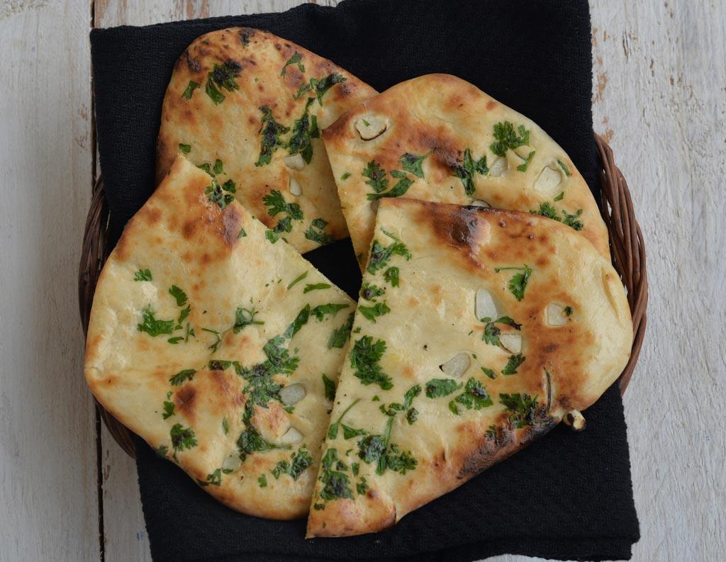 Индийская пшеничная лепёшка Наан (Naan) с чесноком