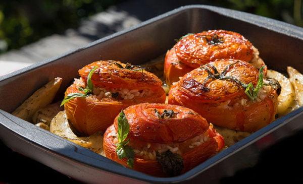 Фаршированные помидоры ризотто с картофелем