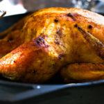 Жареная курица в духовке с красным луком