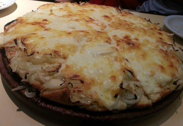 Фугаццета - пицца с луком и сыром