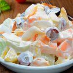 Салат из фруктов — яблока, груши, апельсина и мандарина