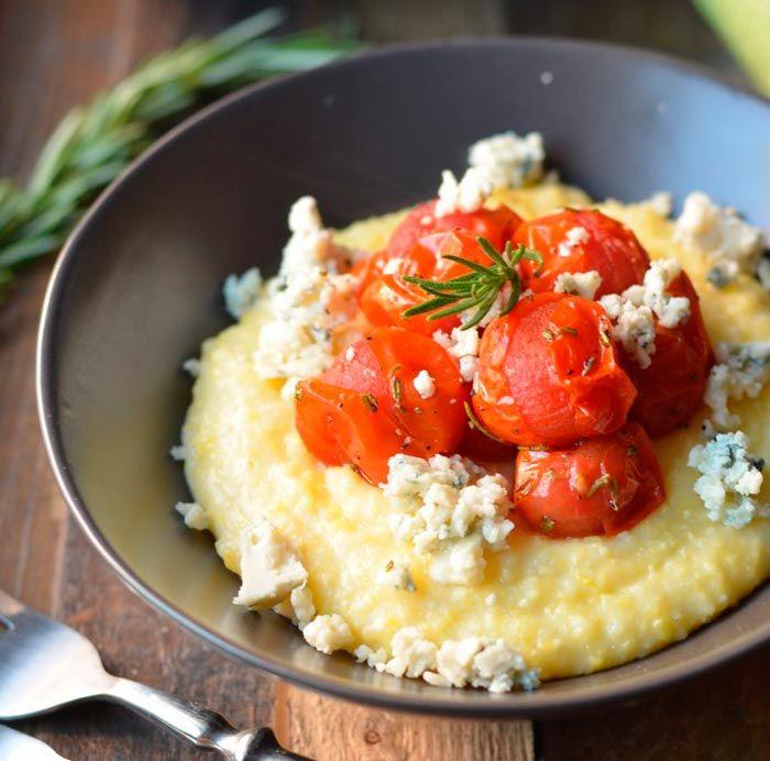 Полента с сыром и помидорами (каша)